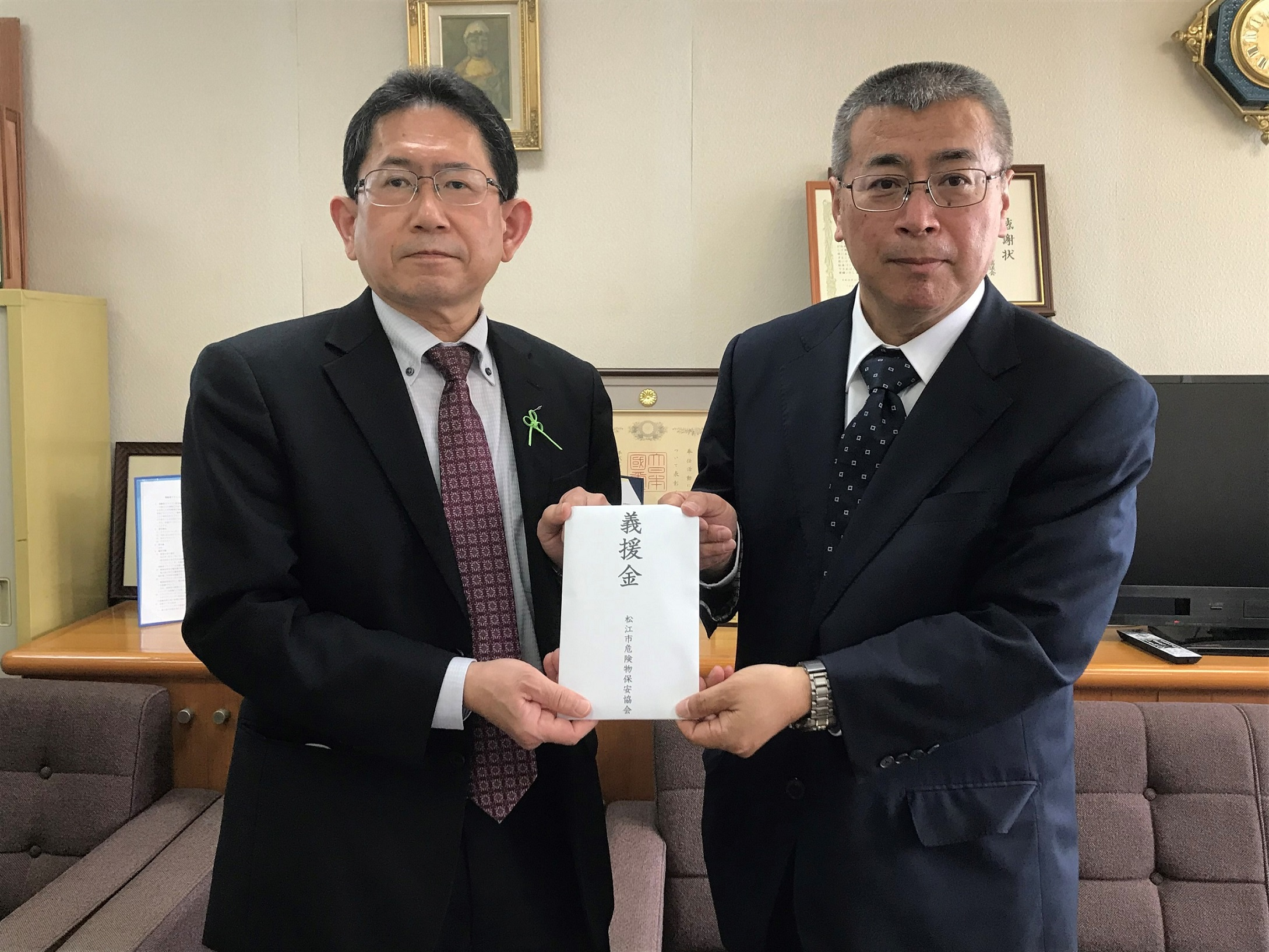 写真(右)松江市危険物保安協会 福島会長